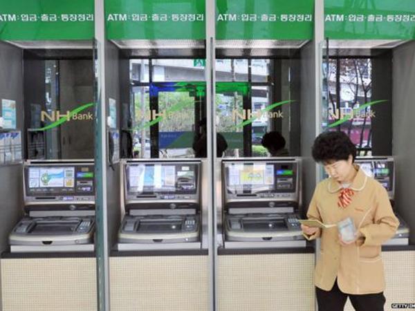 Terapkan Teknologi Baru, Pengguna ATM Di Korea Selatan Dilarang Menggunakan Kacamata