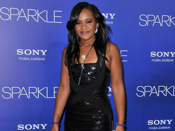 Enam Bulan Koma, Puteri Mendiang Whitney Houston Meninggal Dunia di Usia 22 Tahun
