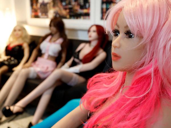 Miris, Rumah Prostitusi Boneka Seks Ini Terkenal dan Diizinkan Istri Para Pelanggannya, Kok Bisa?