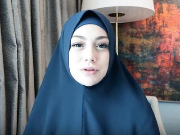 Heboh Celine Evangelista Tampil Berhijab Syar'i dan Ungkap Agama yang Dianutnya