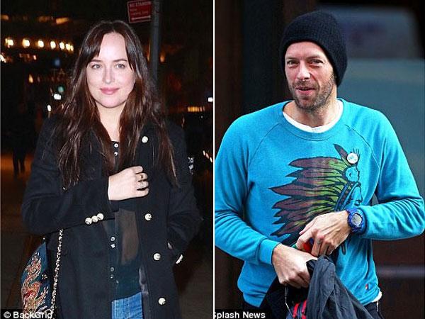 Dakota Johnson Kepergok Nonton Konser Coldplay, Resmi Pacari Chris Martin?
