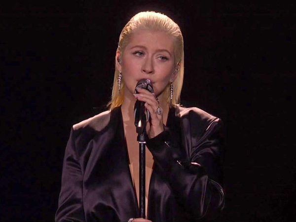 Christina Aguilera Pukau Penonton American Music Award 2017 Lewat Lagu 'I Will Always Love You'