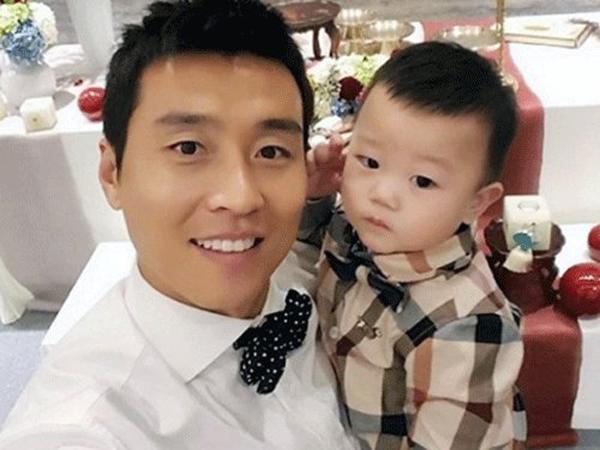 Pesepakbola Lee Dong Gook Rayakan Ulang Tahun Pertama Daebak