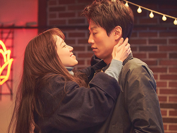 Crazy Romance: Kisah Cinta Biasa yang Disajikan Tidak Biasa