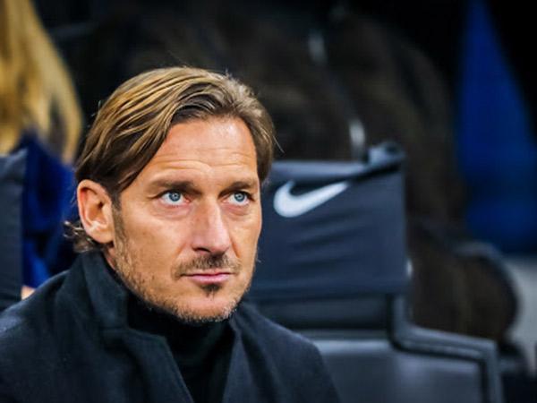Bintang Sepakbola Legendaris Francesco Totti Positif COVID-19