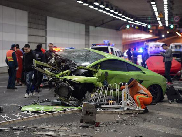 Duh, Dua Remaja Tabrakkan Ferrari dan Lamborghini Karena Terinspirasi Furious 7!