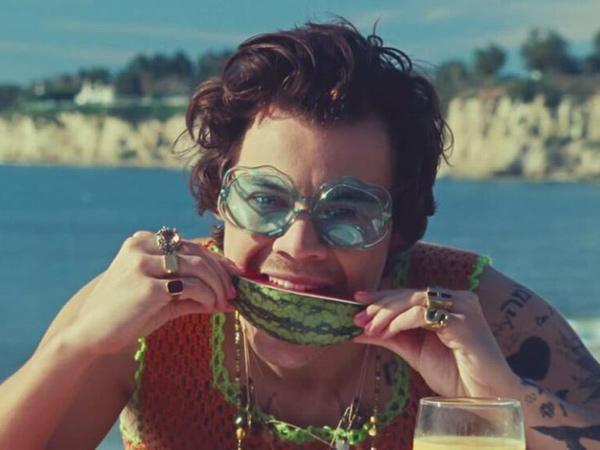 Harry Styles Perdana Rajai Tangga Lagu Billboard