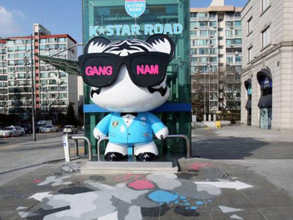 Lucunya Patung 'Boneka Idol' Hiasi Sepanjang Jalan Di Gangnam