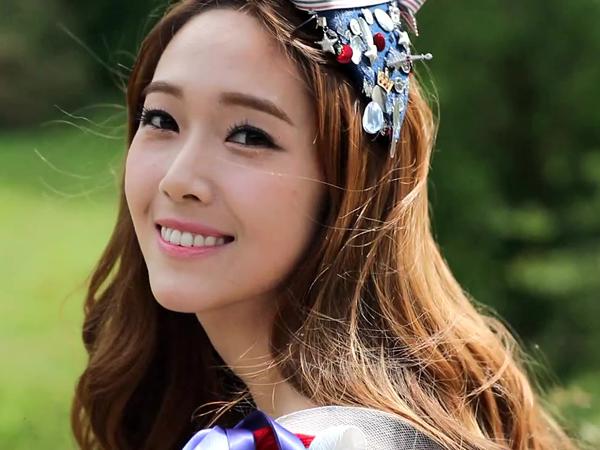 Jessica Jung Akhirnya Buka Suara Soal Rumor Pernikahan dengan Tyler Kwon