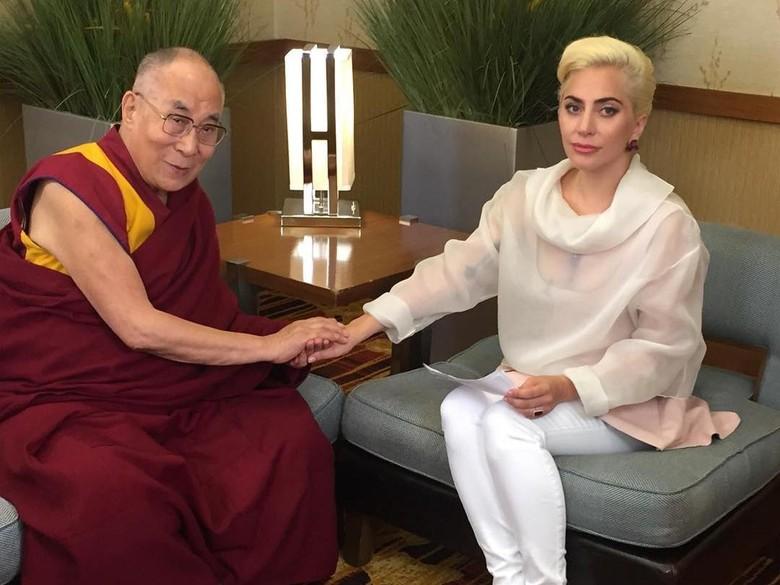 Usai Temui Dalai Lama, Lady Gaga Dikecam Penggemarnya dari Tiongkok