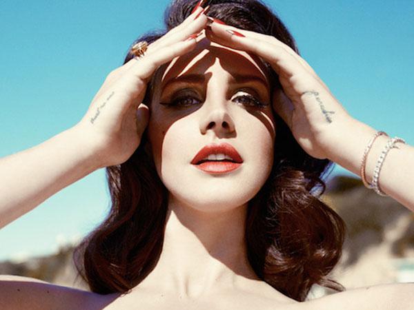 Takut Akan Kematian, Lana Del Rey Rutin Jalani Terapi