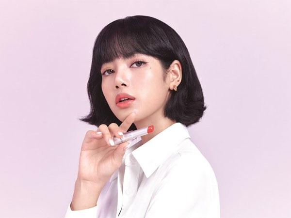 Lisa BLACKPINK Jadi Idol Girl Group Pertama Sebagai Brand Ambassador MAC Cosmetics