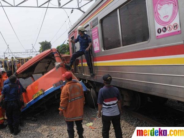 Tabrakan Metro Mini dan KRL di Muara Angke, 15 Orang Tewas