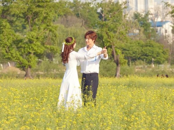 Foto Mesra Park Hae Jin dan Nana After School untuk Drama 'Four Sons' Bikin Baper!