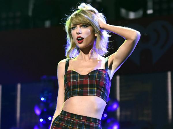 Duh, Taylor Swift Terjebak di Panggungnya Sendiri Saat Konser