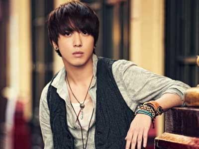 Yonghwa Cn Blue Dicium Oleh Seorang Fanboy Di Guerilla Date!