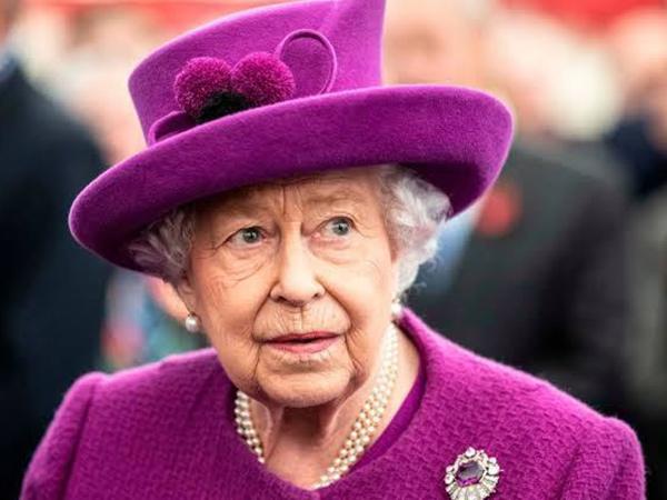 Pelayan Pribadi Ratu Elizabeth Positif Terjangkit Corona