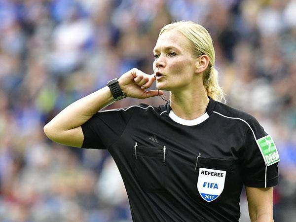 Perkara Wasit Wanita, Siaran Pertandingan Bundesliga di Iran Mendadak Dibatalkan