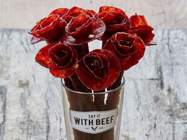 Tak Hanya Cantik Namun Juga Lezat, Buket Bunga dari Daging Ini Siap Jadi Pilihan Hadiah Valentine