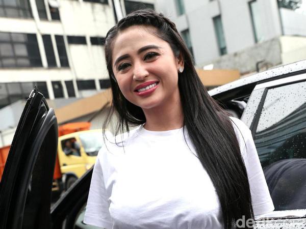 Dewi Persik Akan Laporkan Petugas dan Direktur Transjakarta dengan Tuduhan Pencemaran Nama Baik