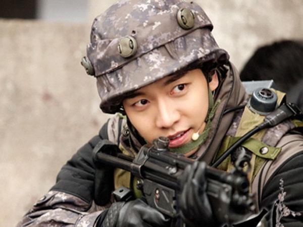 Lulus Pelatihan, Lee Seung Gi Nampak Gagah Jadi Tentara Pasukan Khusus Perang!