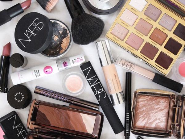 'Make Up Junkie' Bisa Gunakan 16 Produk Make Up Dalam Sehari, Kamu Salah Satunya?