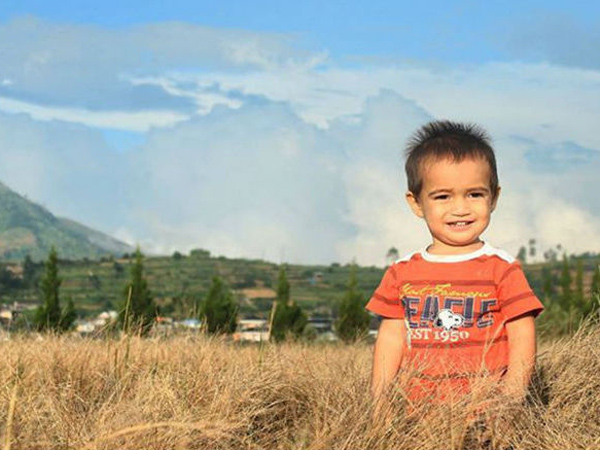 Keren, Bocah Imut Ini Jadi Viral di Sosial Media Karena Berhasil Taklukkan 15 Gunung Indonesia!