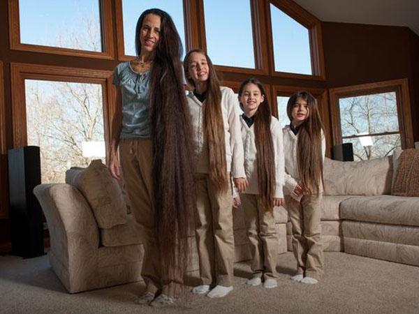 Punya Rambut Super Panjang, Ini Dia Keluarga Rapunzel di Dunia Nyata
