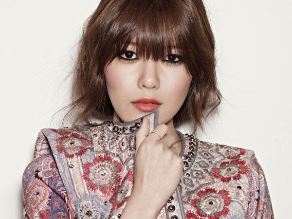 Sambut Hari Kartini, Yuk Intip Cantiknya Seleb Wanita Korea Kenakan Kebaya dan Batik!