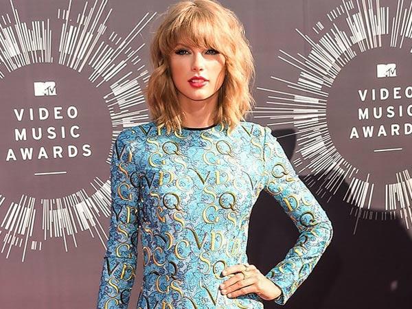 Setelah Jalan Kepiting, Taylor Swift Lakukan Hal Konyol Ini Demi Hindari Paparazzi?