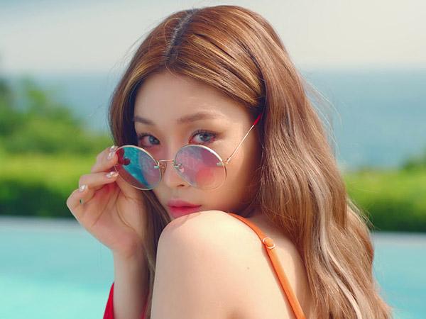Chungha Tampil Segar nan Cantik Nikmati Teriknya Matahari Musim Panas di MV Comeback 'Love U'