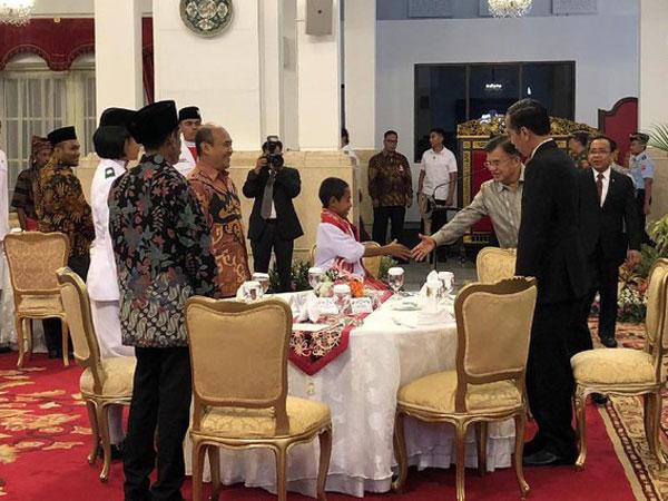 Ke Dufan hingga Rumah, Joni Pemanjat Tiang Dihadiahi Bermacam Hal Saat Bertemu Jokowi