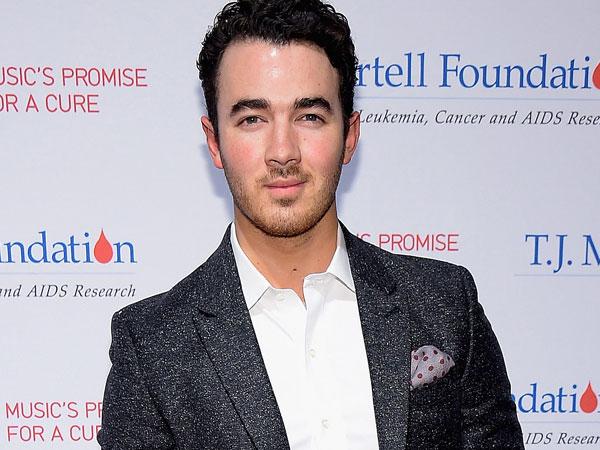 11 Tahun Lagu 'SOS', Kevin Jonas Ajak Fans Jonas Brothers Nostalgia!