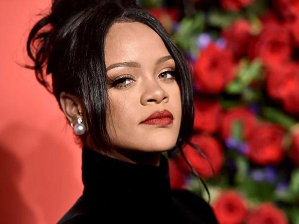Heboh Rihanna dengan Wajah Memar, Ada Apa?
