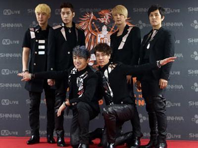 Shinhwa Berikan Tips Bagaimana Menjadi Grup Idola K-Pop yang Bisa Bertahan Lama