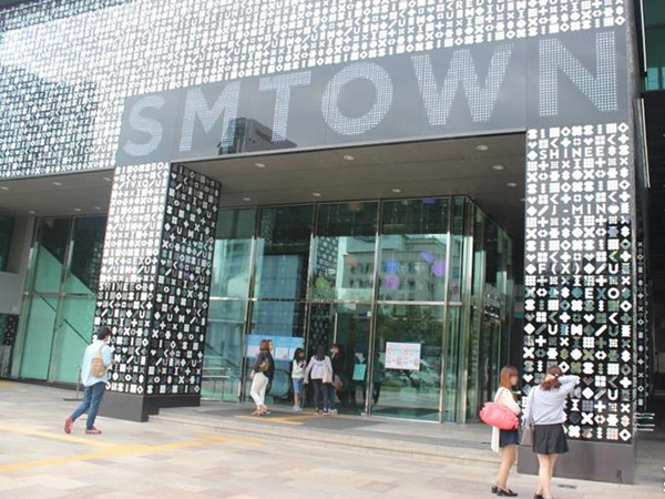 Kembali Perluas Bisnis, SM Entertainment Buka Akademi K-Pop Internasional!