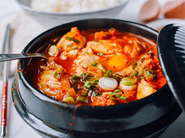 Cicipi Sup Korea yang Sering Disajikan di Musim Hujan, Sundubu Jjigae
