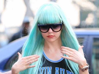 Ini Dia Alasan Amanda Bynes Suka Pakai Wig
