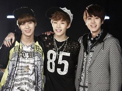 Kyuhyun dan Taemin Ikut Promosikan Single Debut Henry di Berbagai Program Musik!
