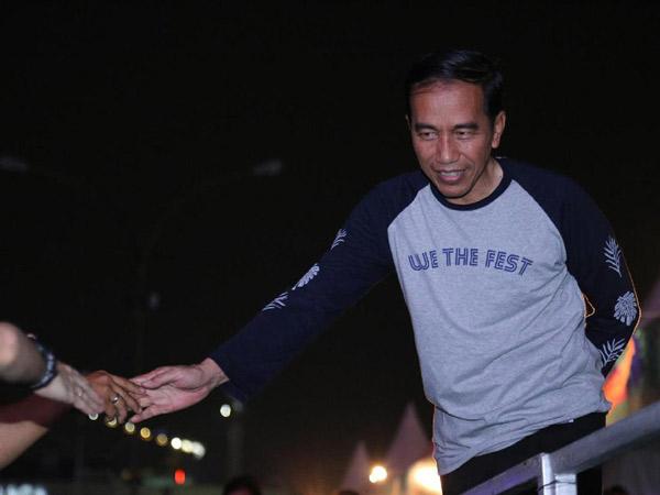 Jokowi Pakai Kaos Harga Rp 249 Ribu Saat Hadiri We The Fest 2017