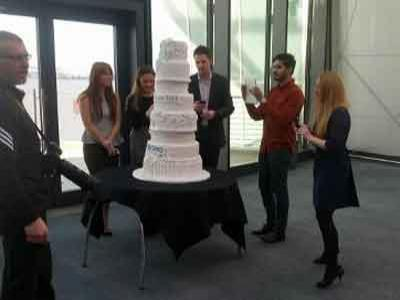 Wow, Kue Pengantin Termahal Dihiasi  Ribuan Berlian