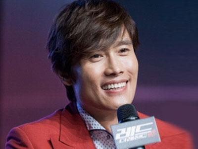 Lee Byung Hun Minta Sutradara 'Red 2' Ganti Keterangan Untuk Karakternya