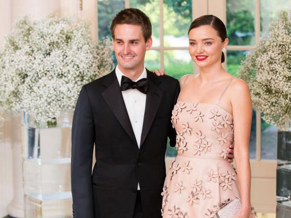 Menikah 6 Bulan, Miranda Kerr Hamil Anak CEO Snapchat!