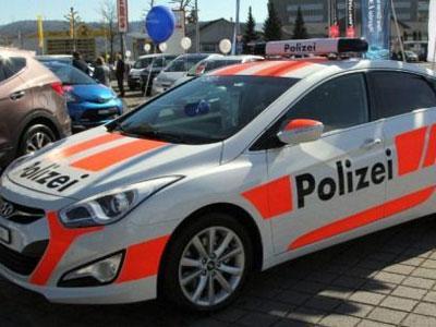 Di Swiss, Mobil Polisi Disewa Untuk Jaga Rumah