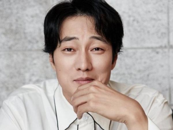 So Ji Sub Pertimbangkan Bintangi Drama Baru Netflix