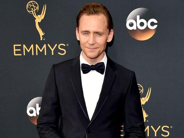 Setelah Priyanka Chopra, Tom Hiddleston Dekati Wanita Berambut Blonde Ini?