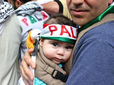 Gas Air Mata Israel Menewaskan Seorang Bayi Palestina