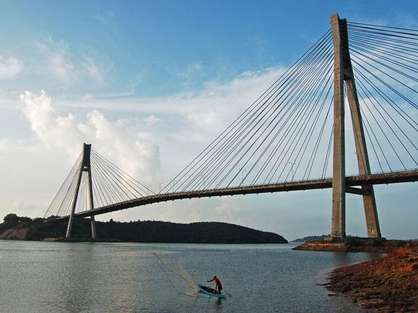 Miris, Jembatan Rancangan BJ Habibie Ini Rusak Karena Sering Dipakai Berfoto