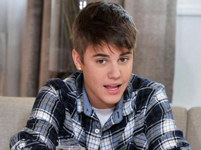 Justin Bieber Kepergok Jalan dengan Wanita Lain