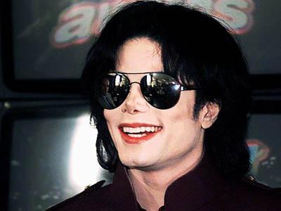 La Toya Jackson Yakin Arwah Michael Jackson Masih Gentayangan!